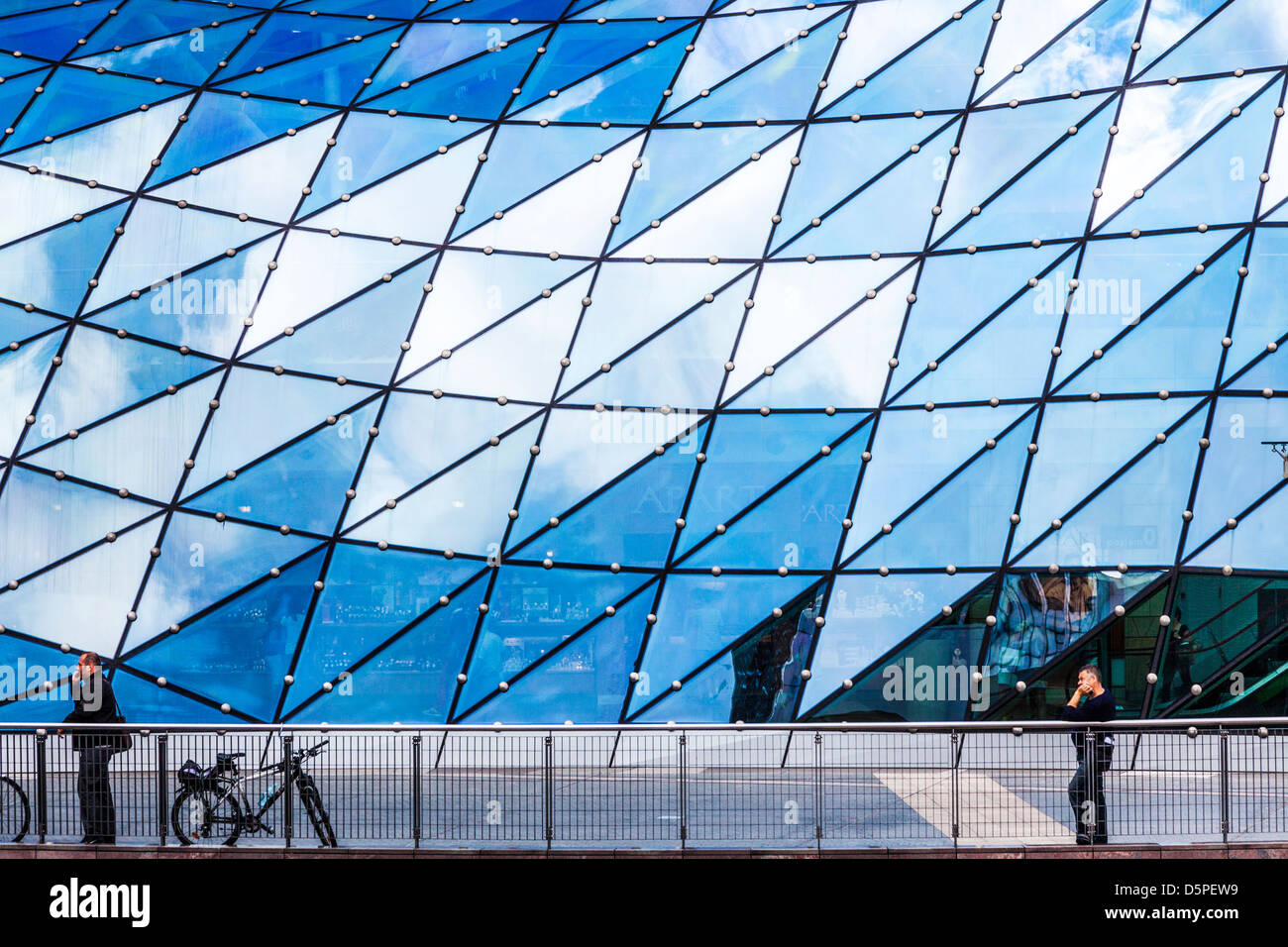 The futuristic glass roof of the Złote Tarasy (Golden Terraces) shopping mall in central Warsaw, Poland. - Stock Image