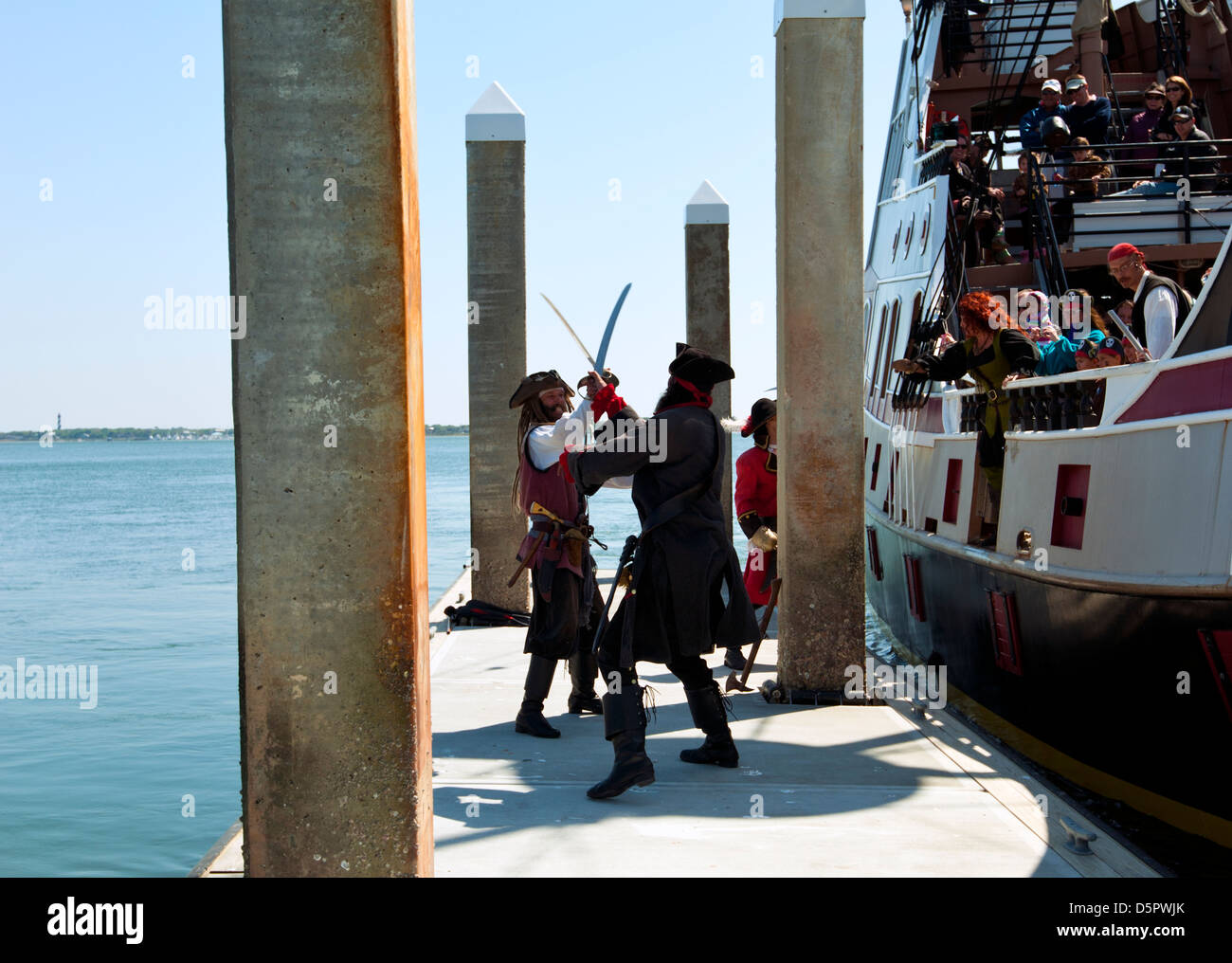 A pirate ship, 'The Black Raven' and sword fighting pirates near the Vilano Beach Floating Pier in St. Augustine - Stock Image