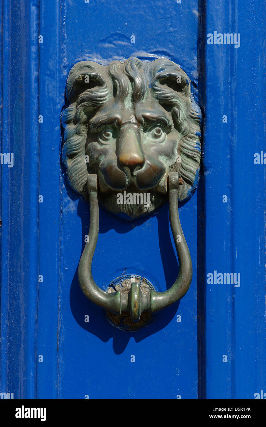 Lion head door knocker - Stock Image
