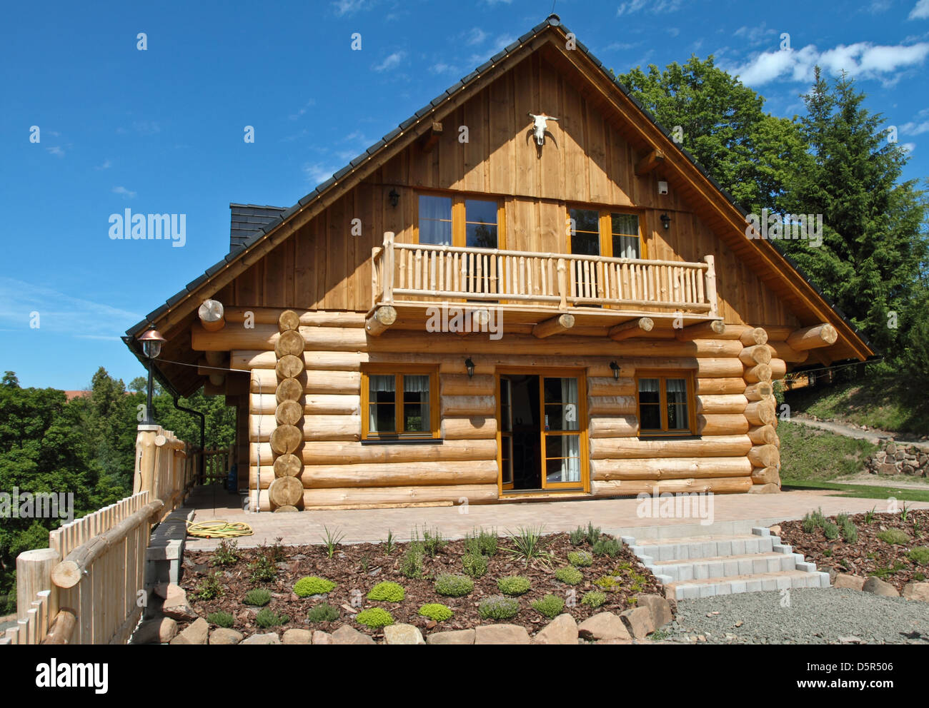 new cabin with new roof - Stock Image