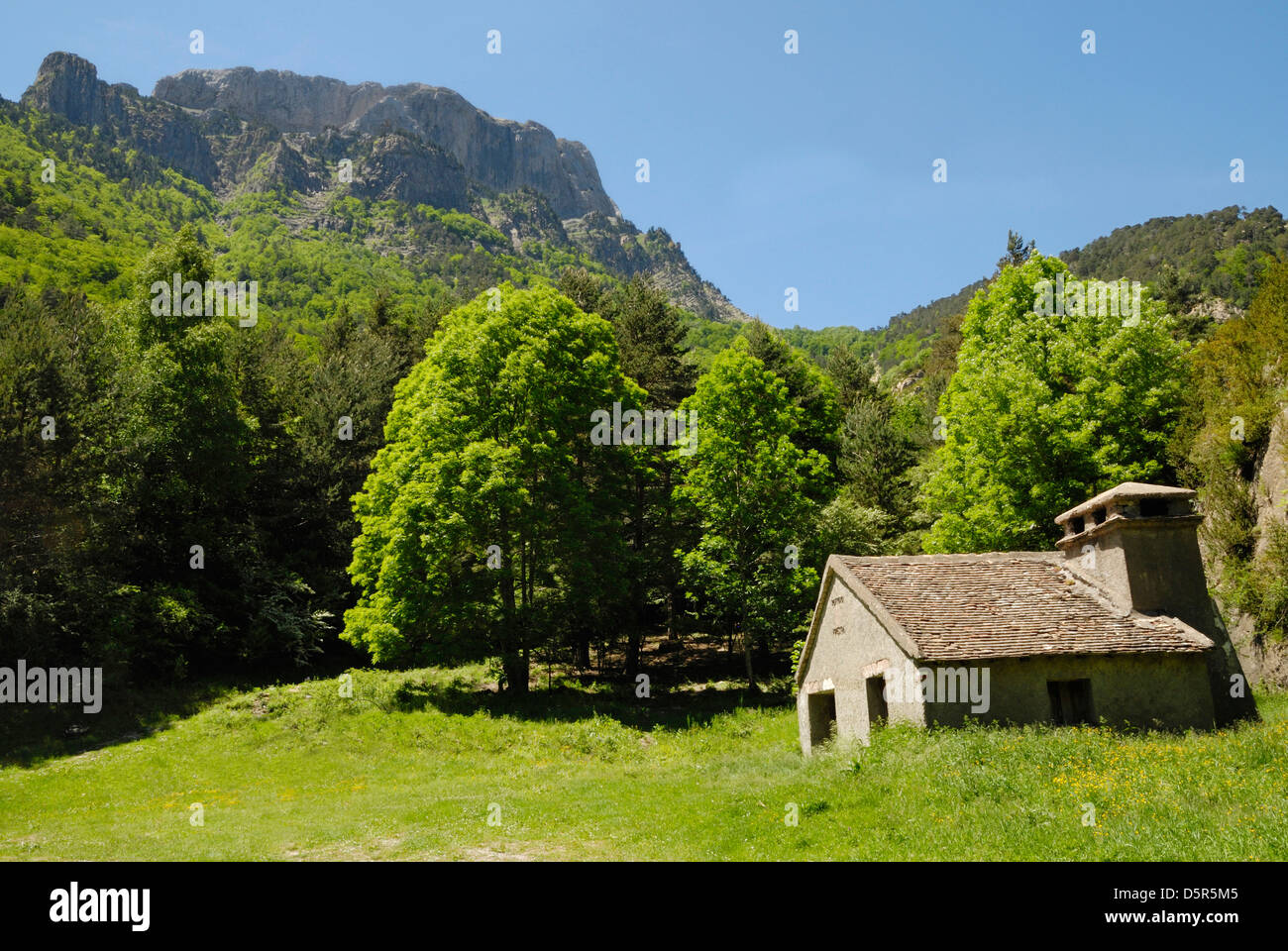 Mountain refuge in the Hecho Valley, spanish Pyrenees - Stock Image