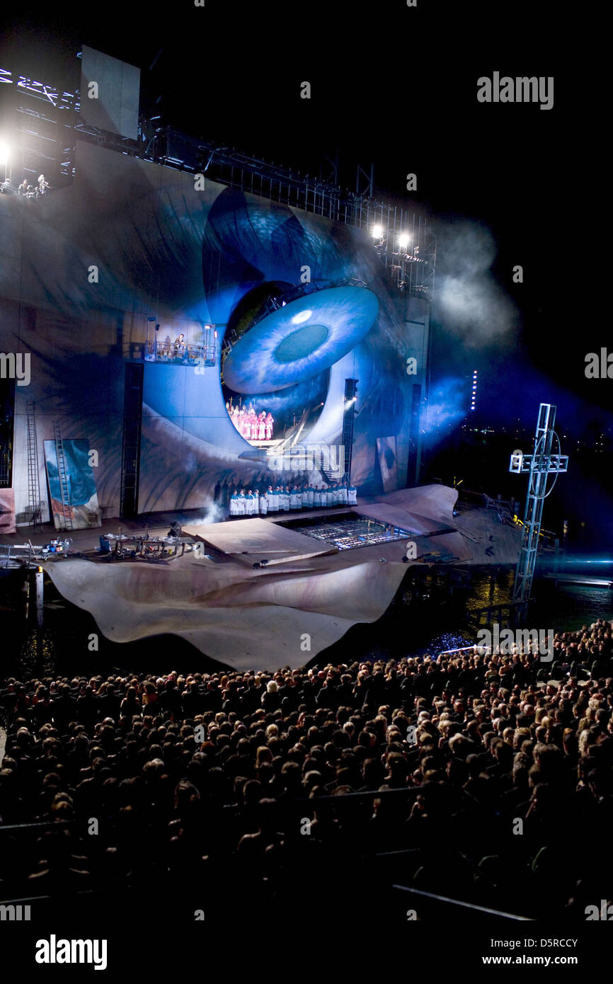 BREGENZ FLOATING OPERA STAGE & AUSTRIA JAMES BOND: QUANTUM OF SOLACE (2008) - Stock Image