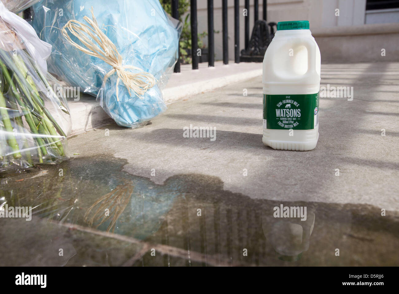 Bottle of milk left at the London residence on Chester Square of Margaret Thatcher following her death. In 1971 - Stock Image