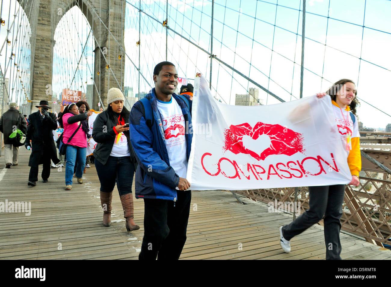 """Brooklyn Bridge during the annual Anti-Violence """"Compassion"""" rally... Stock Photo"""