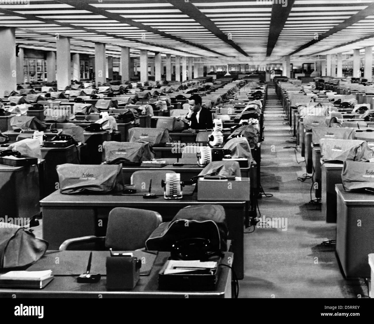 Apartment Film: JACK LEMMON THE APARTMENT (1960 Stock Photo: 55227731