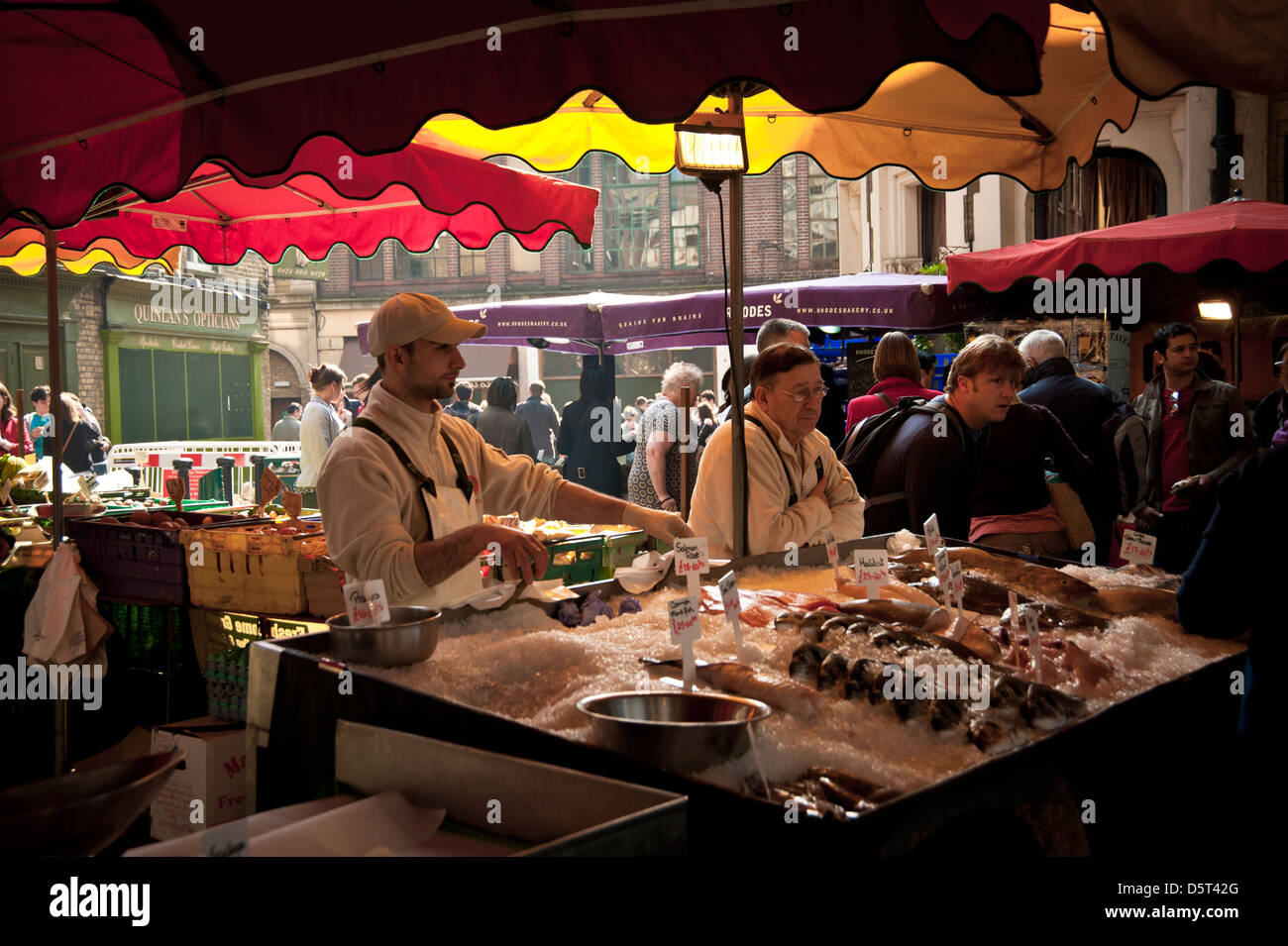 Fishmonger at Borough Farmers Market, London Stock Photo