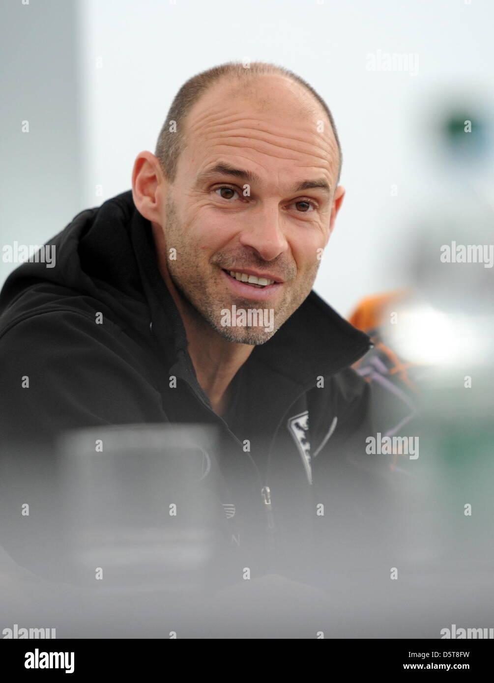 Der neue Trainer des TSV 1860 München, Alexander Schmidt, gibt am 18.11.2012 in München (Bayern) eine - Stock Image