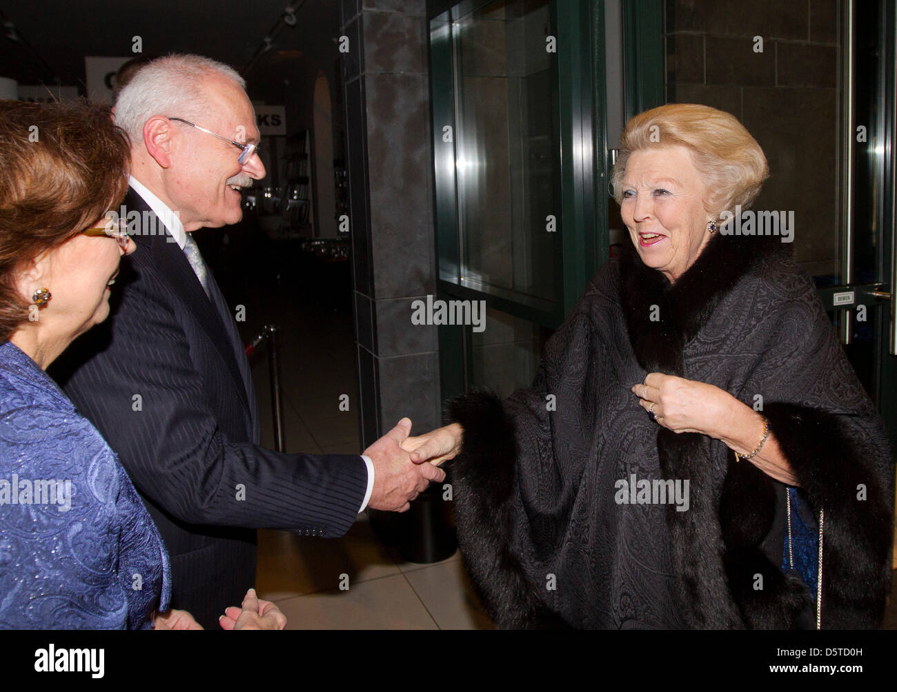Queen Beatrix of The Netherlands (R) attends a concert offered by President Gasparovic of Slovakia at the Louwman Stock Photo