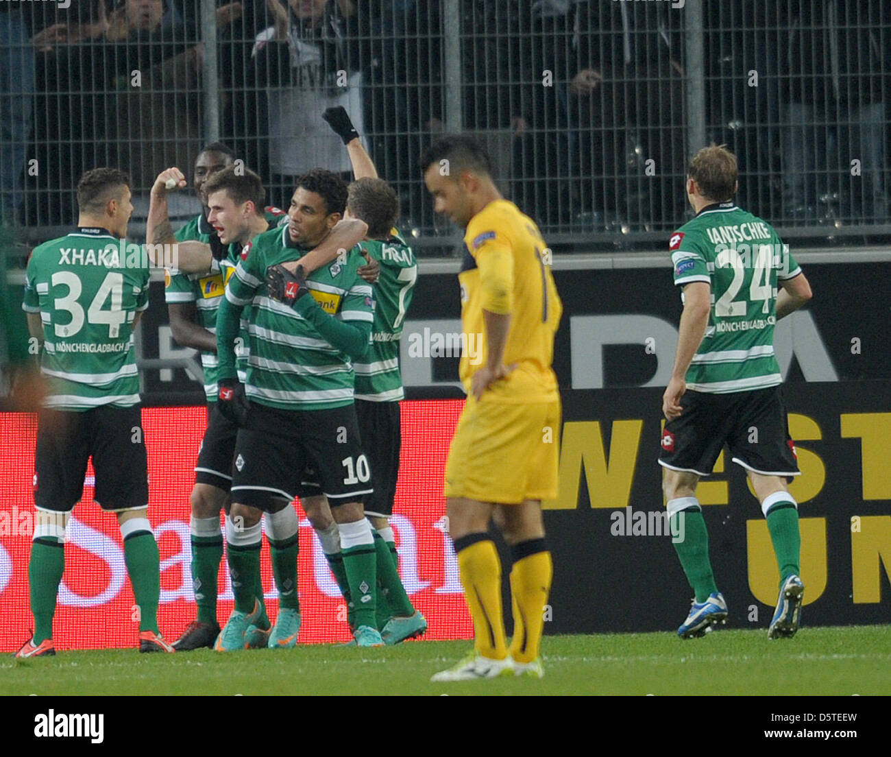 Moenchengladbach's Igor de Camargo (nr. 10) celebrates with his teammates after scoring the 1-0 during the UEFA Stock Photo