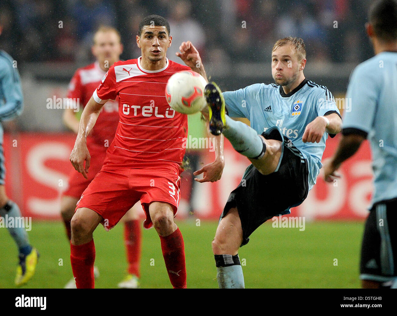 Hamburg's Maximilian Beister (R) vies for the ball with Duesseldorf's Leon Balogun (L)  during the German - Stock Image