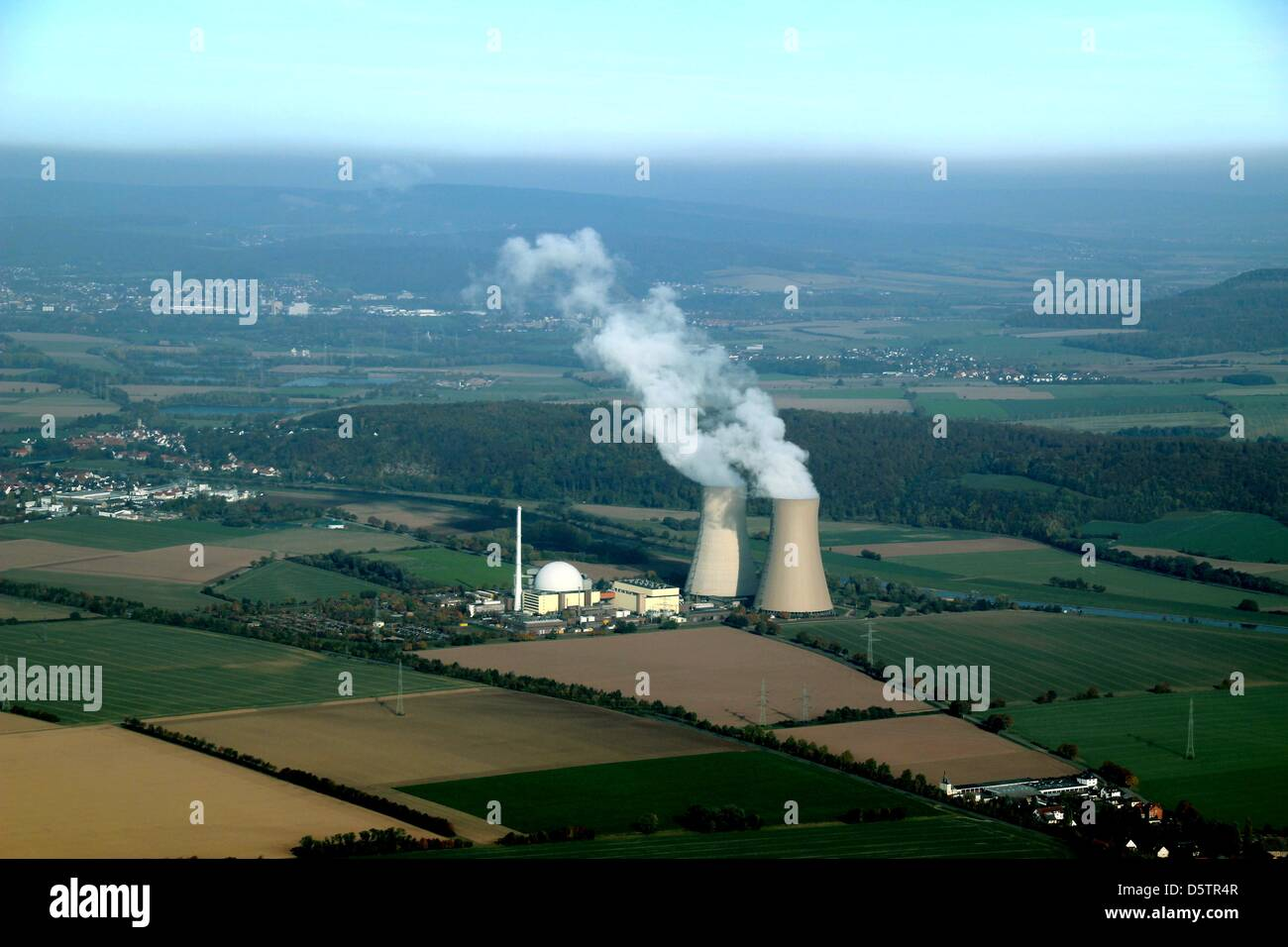 Aerial view of the nuclear power plant Grohnde in Emmerthal, Germany, 08 May 2012. Photo: Stefan Rampfel - Stock Image