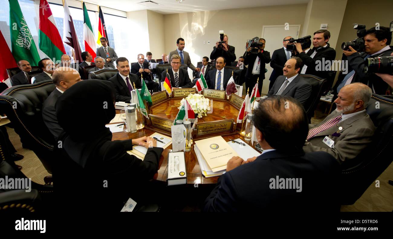 Bundesaußenminister Guido Westerwelle (M, FDP) trifft sich am 24.09.2012 in New York mit den Außenministern - Stock Image