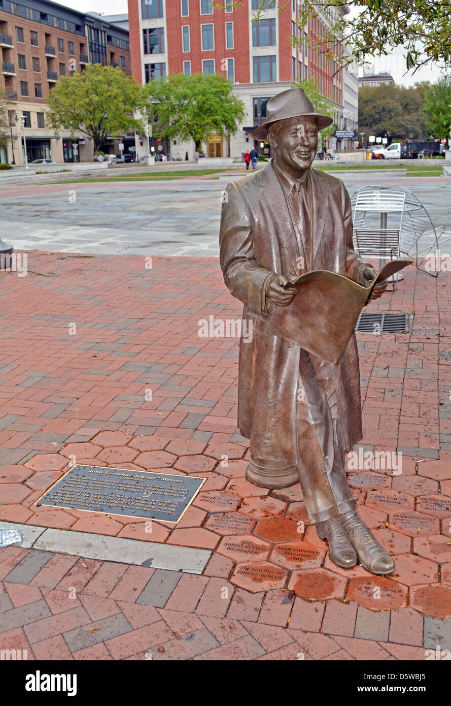 A life-size statue of lyricist singer Johnny Mercer in Ellis Square, Savannah, Georgia - Stock Image