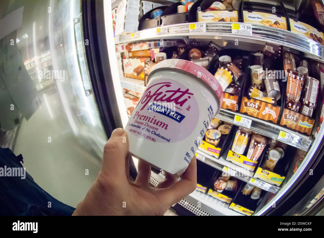 A container of Tofutti brand non-dairy frozen dessert - Stock Image
