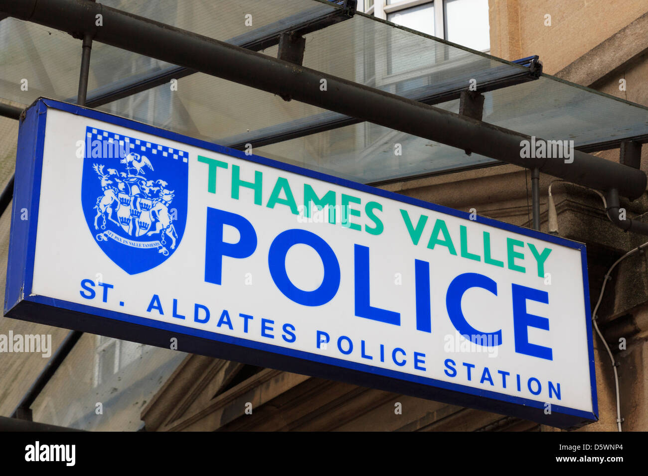 Thames Valley Police sign outside St Aldates police station in Oxford, Oxfordshire, England, UK - Stock Image