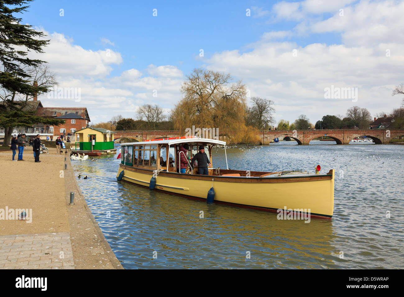 Scene with tourists on a sightseeing cruise boat on the River Avon in Stratford-upon-Avon, Warwickshire, England, - Stock Image