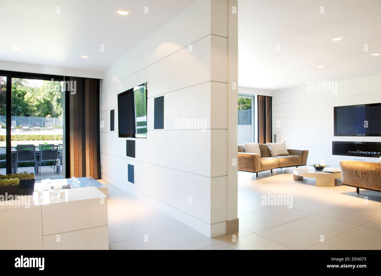 Divider wall of modern home - Stock Image