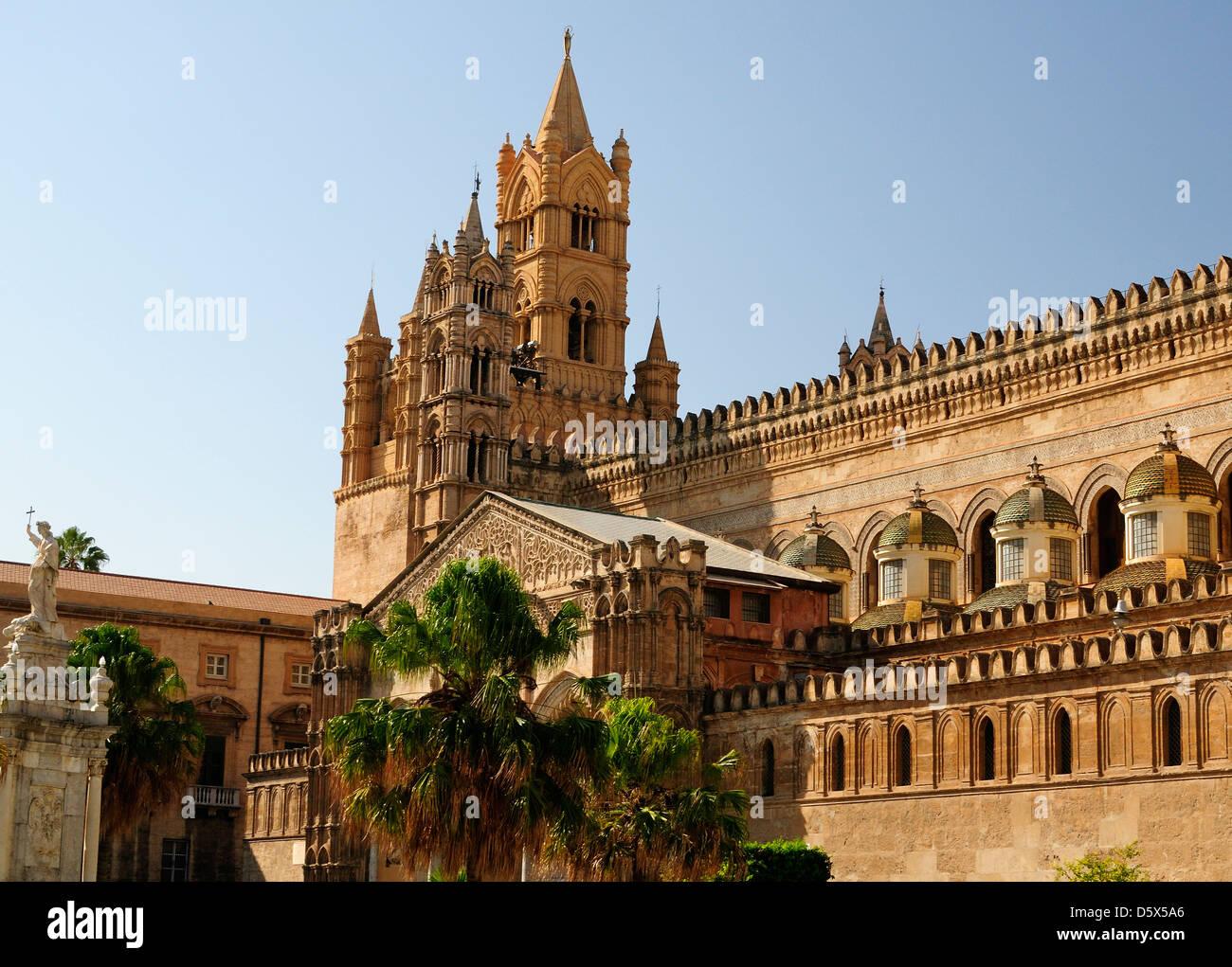 The Baroque small side cupolas by Ferdinando Fuga., Palermo Cathredal - Stock Image