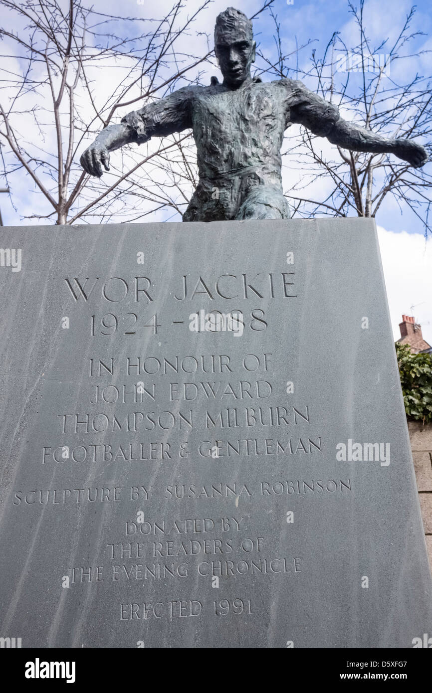 Wor Jackie statue at the Gallowgate St James Park, Newcastle Upon Tyne. Died 9 October 1988 - Stock Image