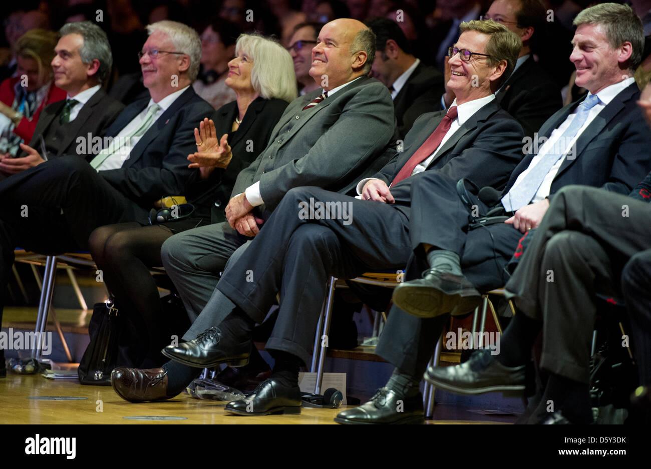 Frankfurts Oberbürgermeister Peter Feldmann (SPD, l-r), der stellvertretende Ministerpräsident Hessens - Stock Image