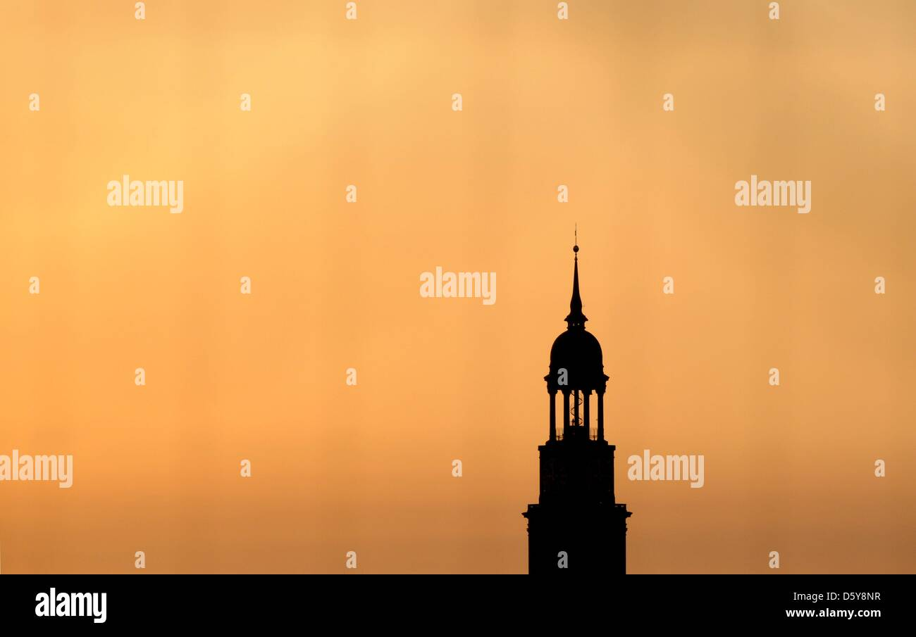 (dpa-file) - A file picture dated 17 May 2010 shows the St.Michaelis church, also known as Michel, in Hamburg, Germany. - Stock Image