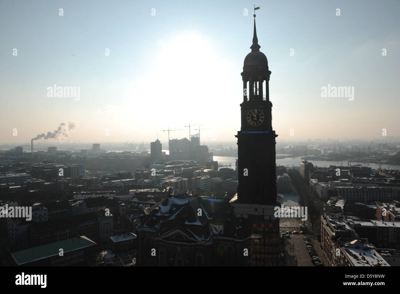 (dpa-file) - A file picture dated 31 January 2012 shows the St.Michaelis church, also known as Michel, in Hamburg, - Stock Image