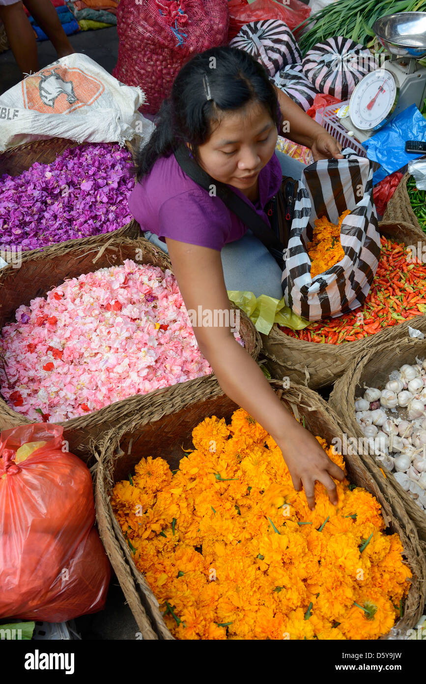 Indonesia, Bali, selling of flowers for offering at the market in Ubud - Stock Image