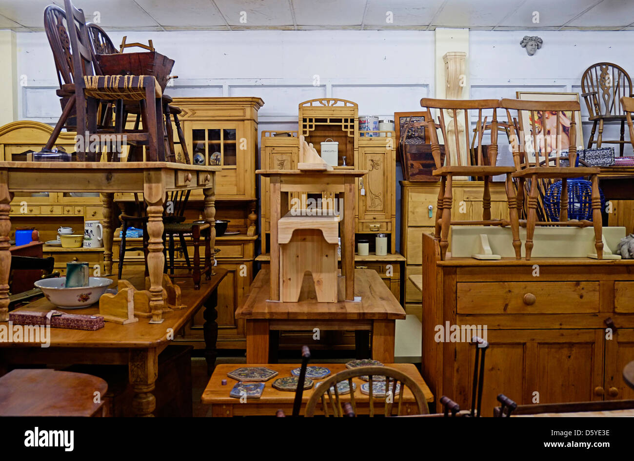 Antique furniture shop in Ireland - Stock Image - Furniture Shop Stock Photos & Furniture Shop Stock Images - Alamy
