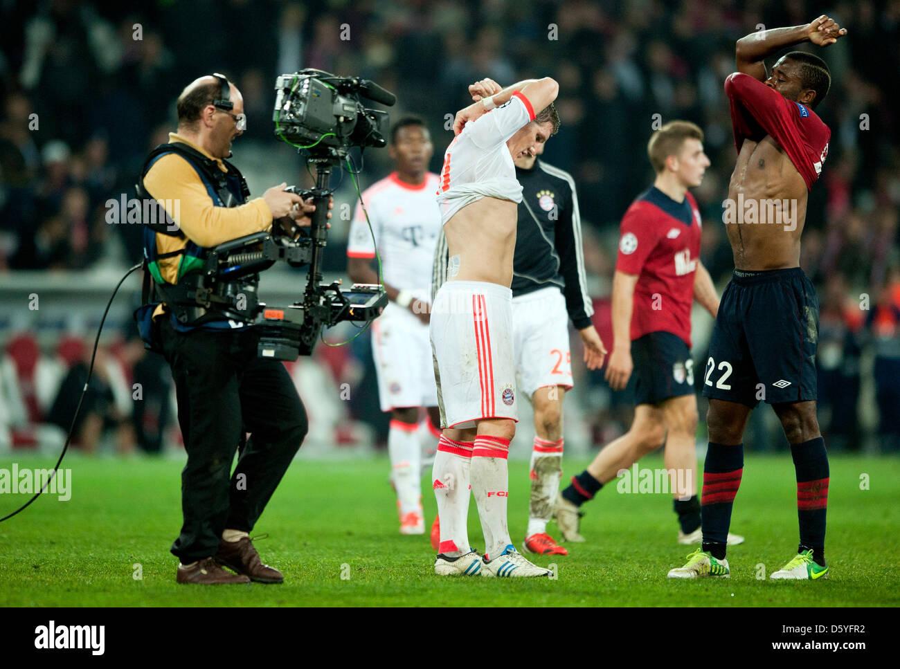 Munich's Munich's Bastian Schweinsteiger (L) and Lille's Aurélien Chedjou change their trikots - Stock Image