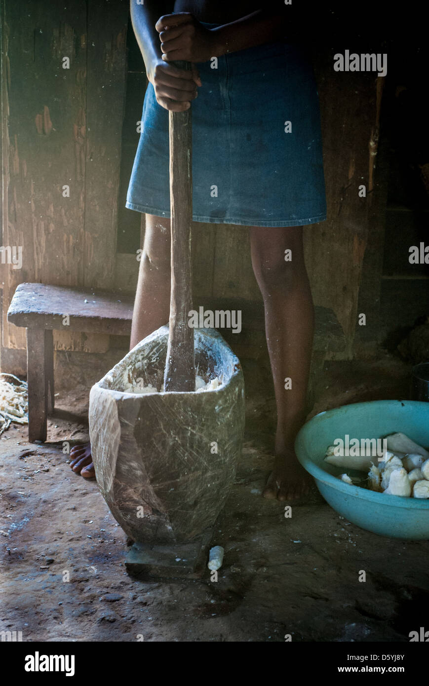 Pounding cassava to make flour in Cameroon Africa - Stock Image