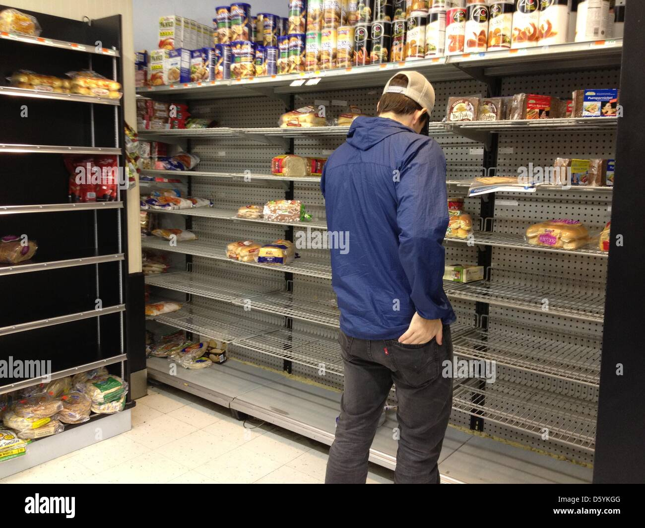 The shelves are empty in a drugstore on Upper East Side in New York, USA, 28 October 2012. The citizens of New York Stock Photo