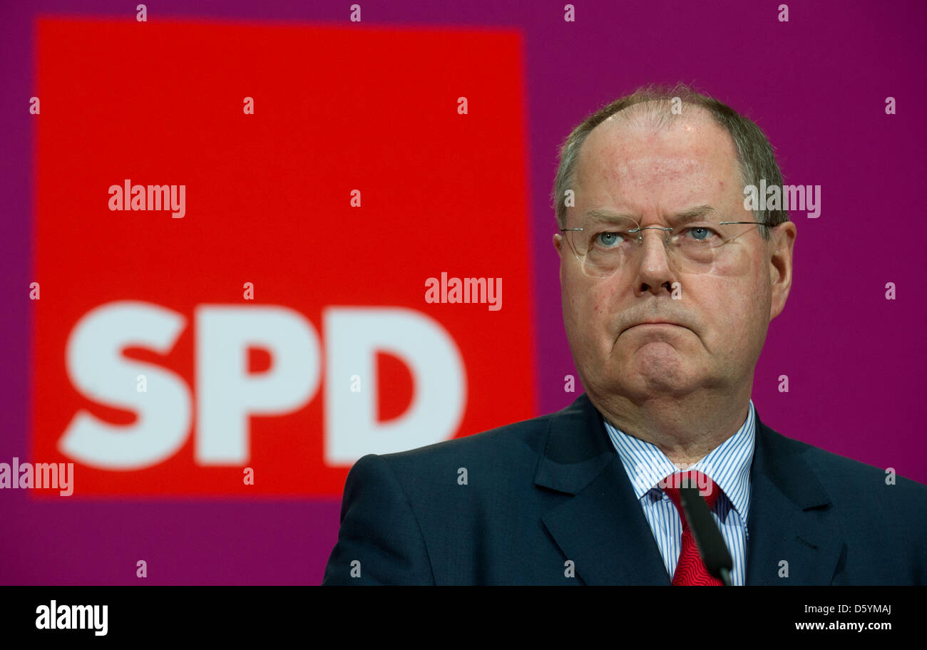 SPD chancellor candidate Steinbrueck holds a press conference on his earnings from speaking engagements in Berlin, - Stock Image