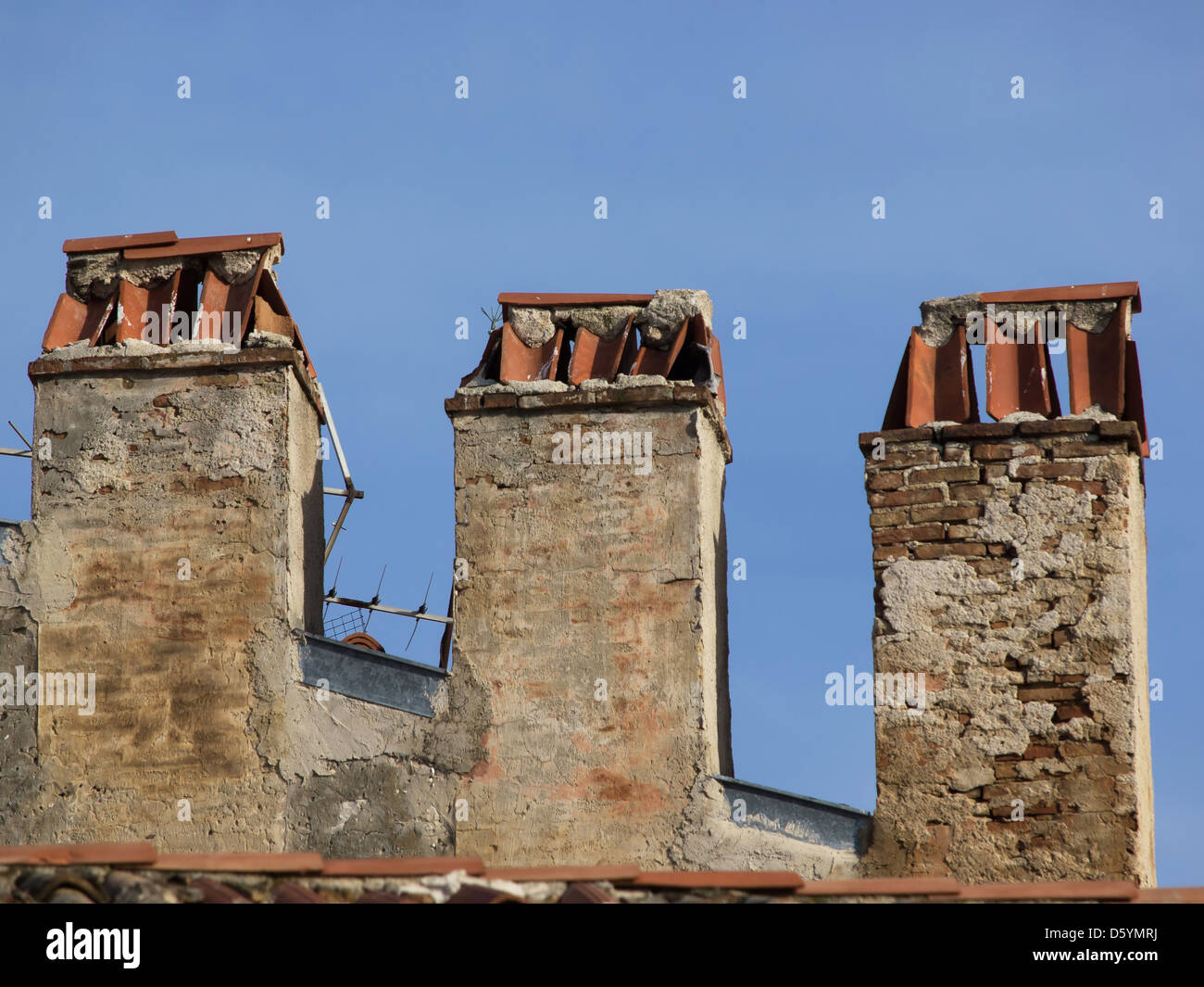 Old brick chimney stack and analogue TV aerial - Stock Image