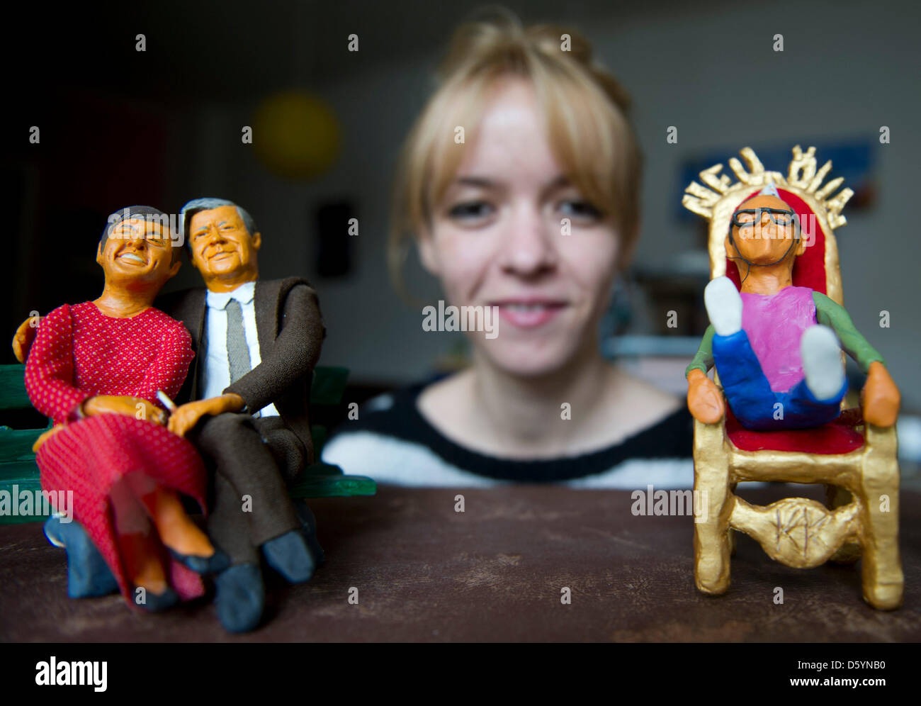 Linda Jakobson sits behind some of her clay figures of Loki Schmidt (L-R), former German Chancellor Helmut Schmidt - Stock Image