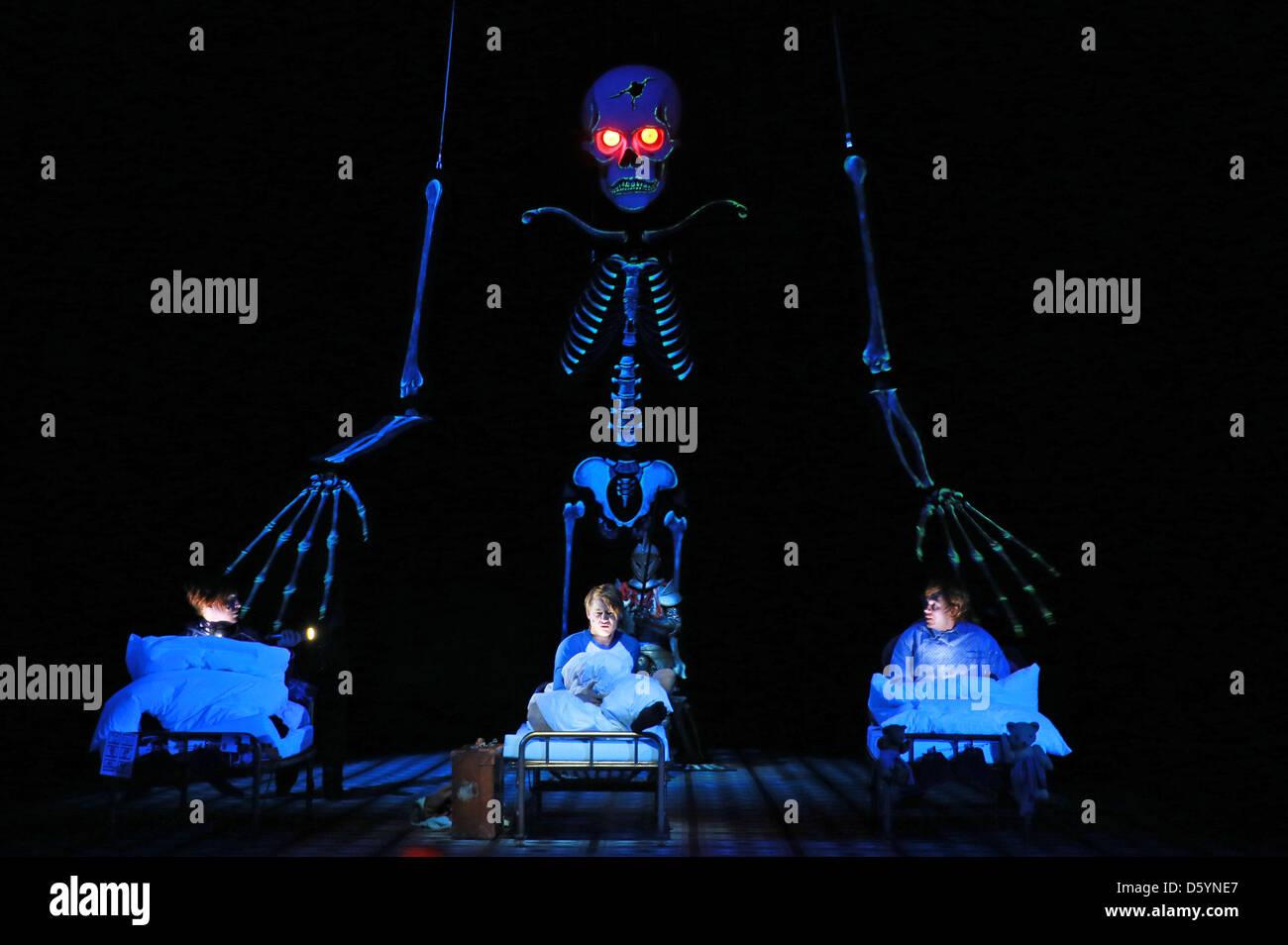 Julian Greis as Stuart Crenshaw (L-R), Sven Schelker as Jon Whitcroft and Heiko Raulin as Hubert de Burgh rehearse - Stock Image