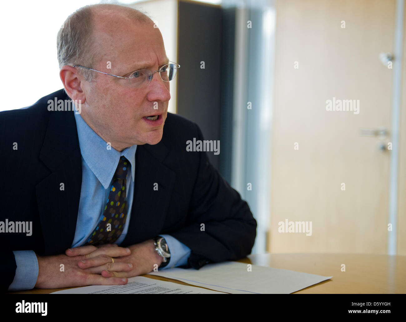 Steve Girsky, Vice Chairman and President of GM Europe and Chairman of the Opel Supervisory Board, gives an interview - Stock Image