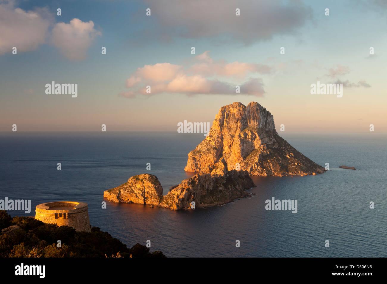 Es Vedrà and Es Vedranell islots from Torre des Savinar, Sant Josep de Sa Talaia, Ibiza, Illes Balears, Spain Stock Photo