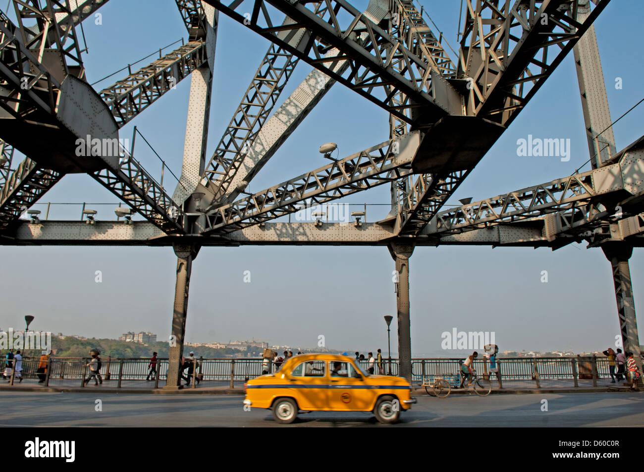 a taxi passes by on the howrath bridge, kolkata, india - Stock Image