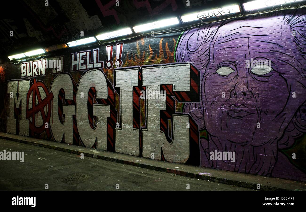 London, UK. 10th April 2013. A new piece of Graffiti art reading 'Burn In Hell Maggie' is on display in - Stock Image
