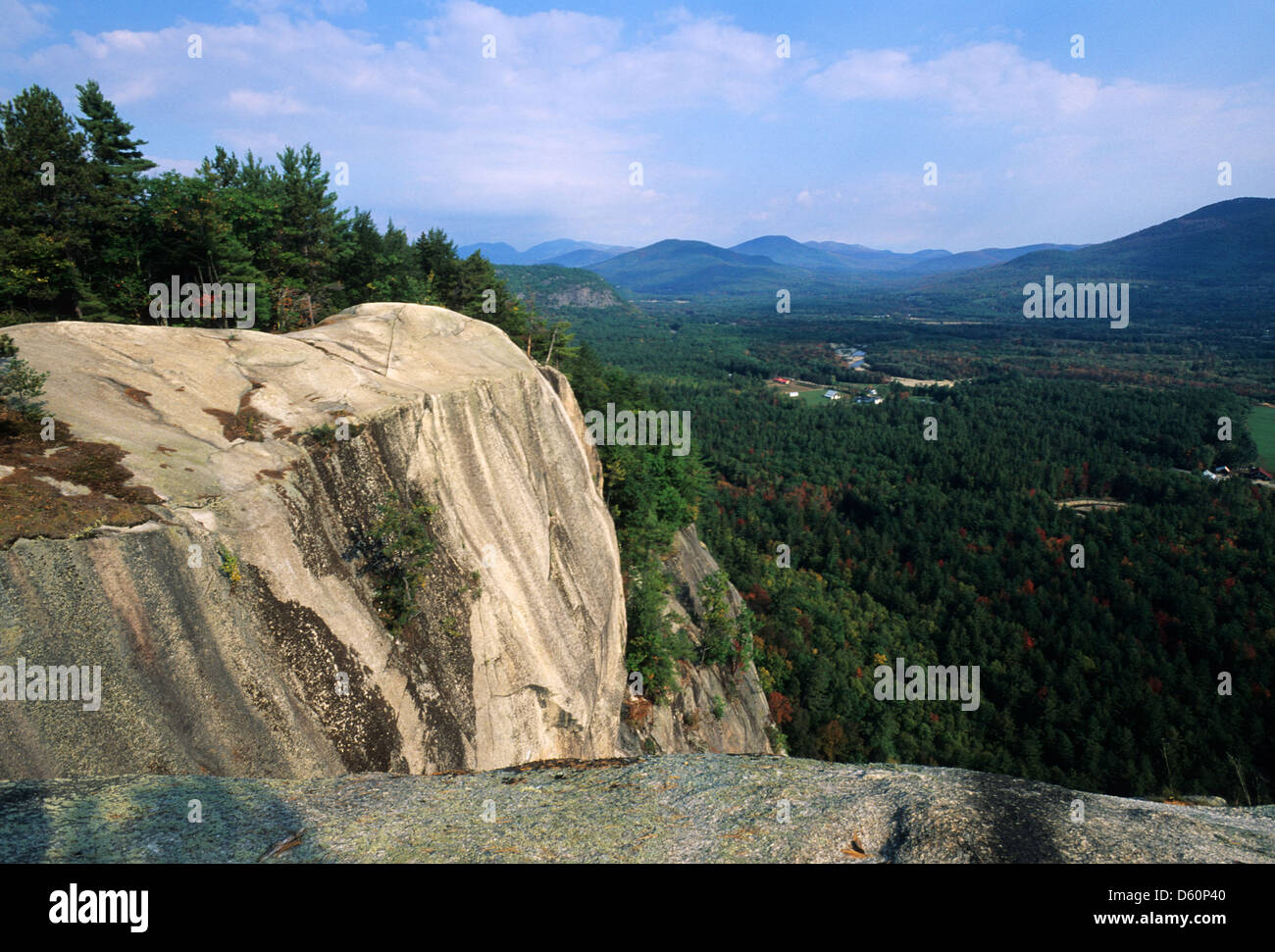 Elk281-1478 New Hampshire, White Mountains, Mt Washington Valley from Cathedral Ledge Cliffs - Stock Image