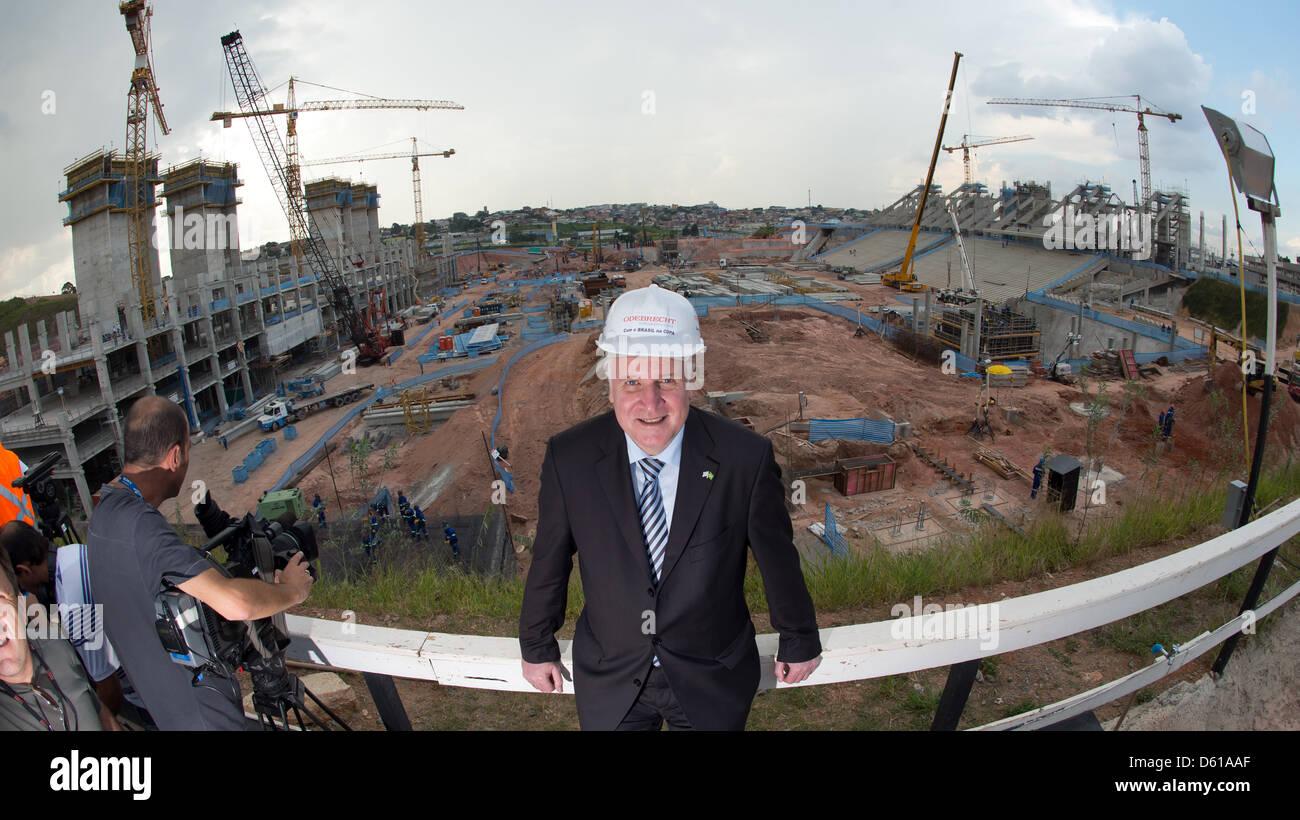 Der bayerische Ministerpräsident Horst Seehofer (CSU) steht am Mittwoch (11.04.2012) in Sao Paulo (Brasilien) während Stock Photo