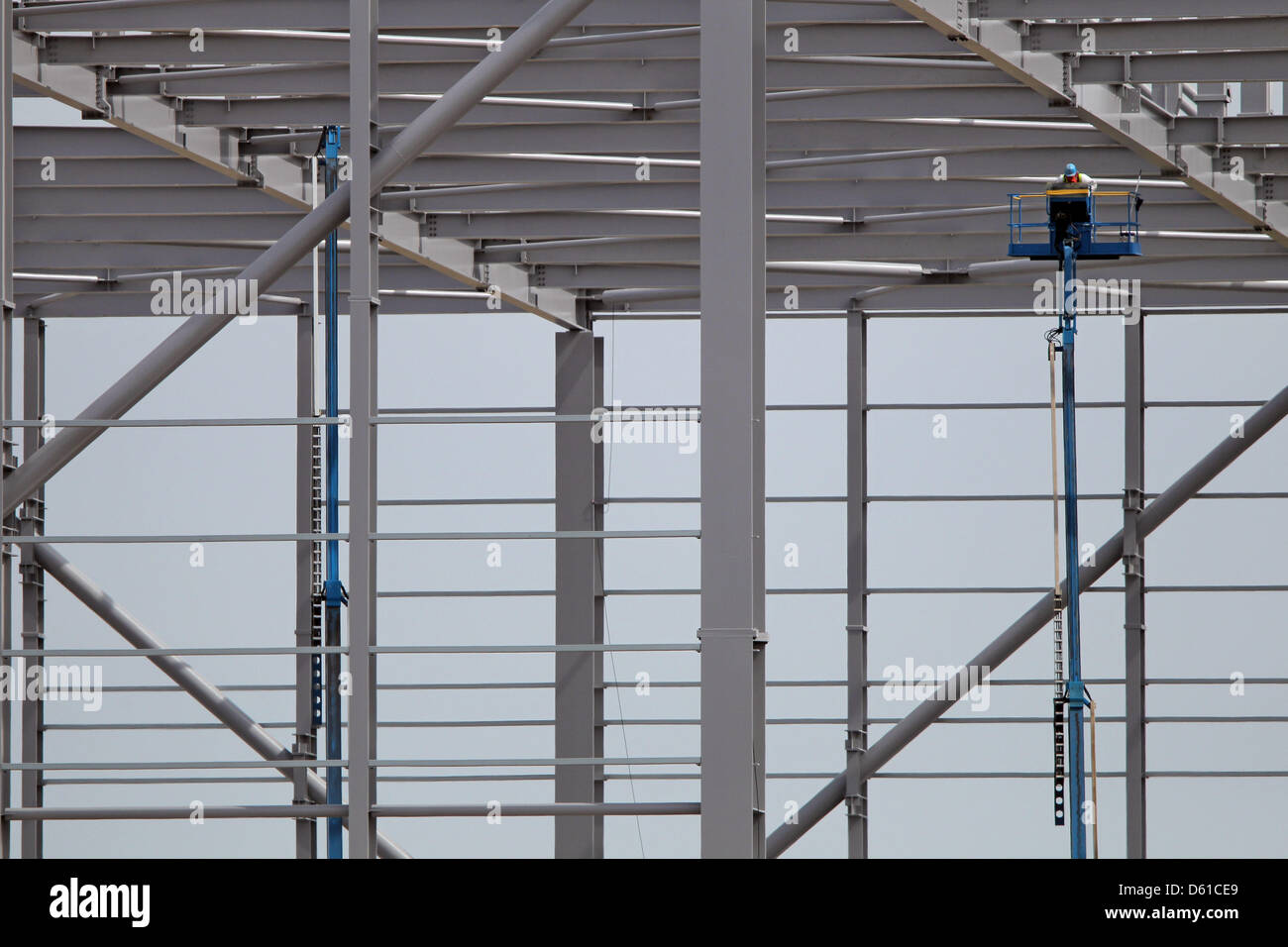 A new hangar is under in construction at the Leipzig-Halle airport in Schkeuditz, Germany, 16 April 2012. Photo: Stock Photo