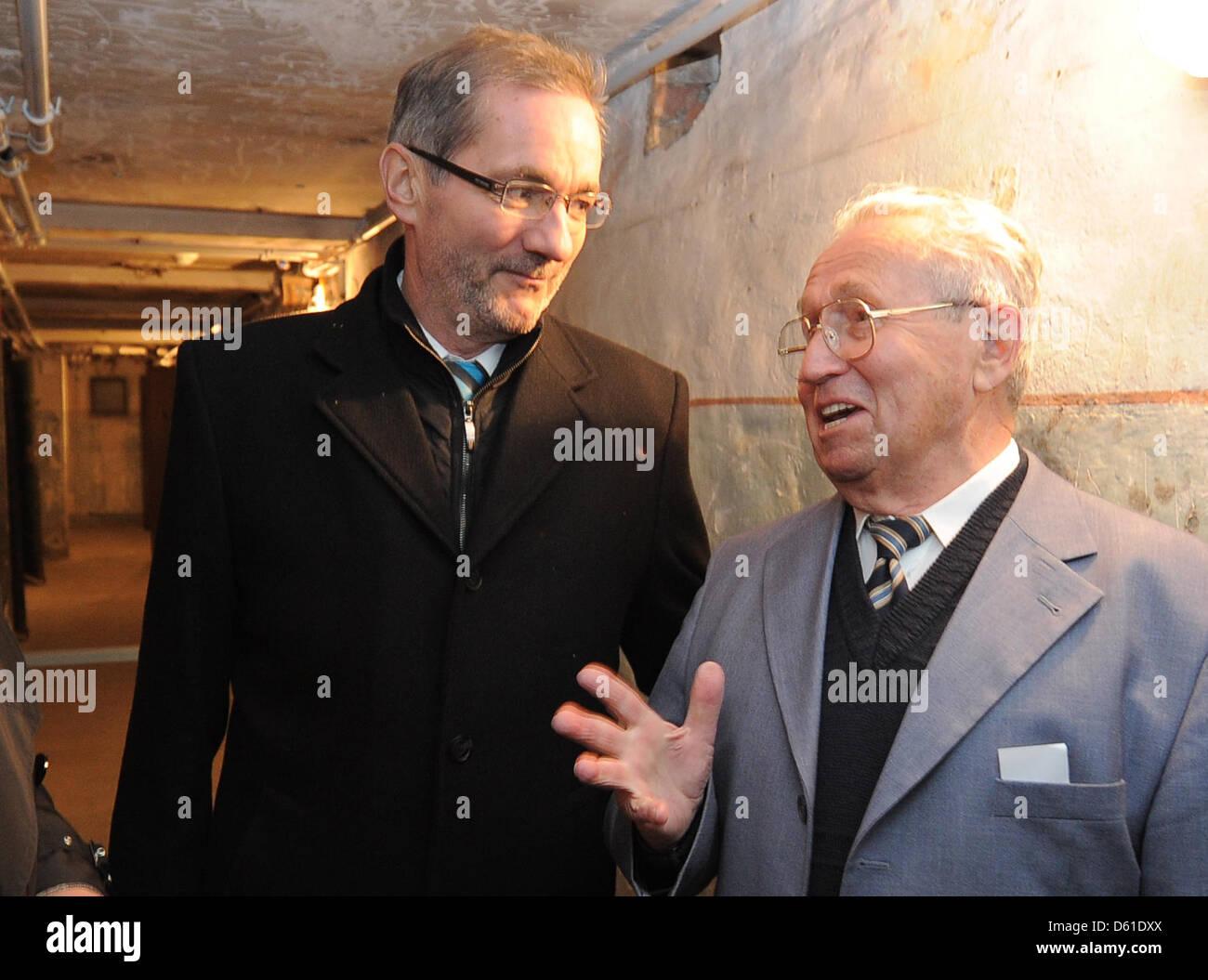 Premier of Brandenburg Matthias Platzeck (L) stands with former prisoner Peter Seele in the basement of the KGB - Stock Image