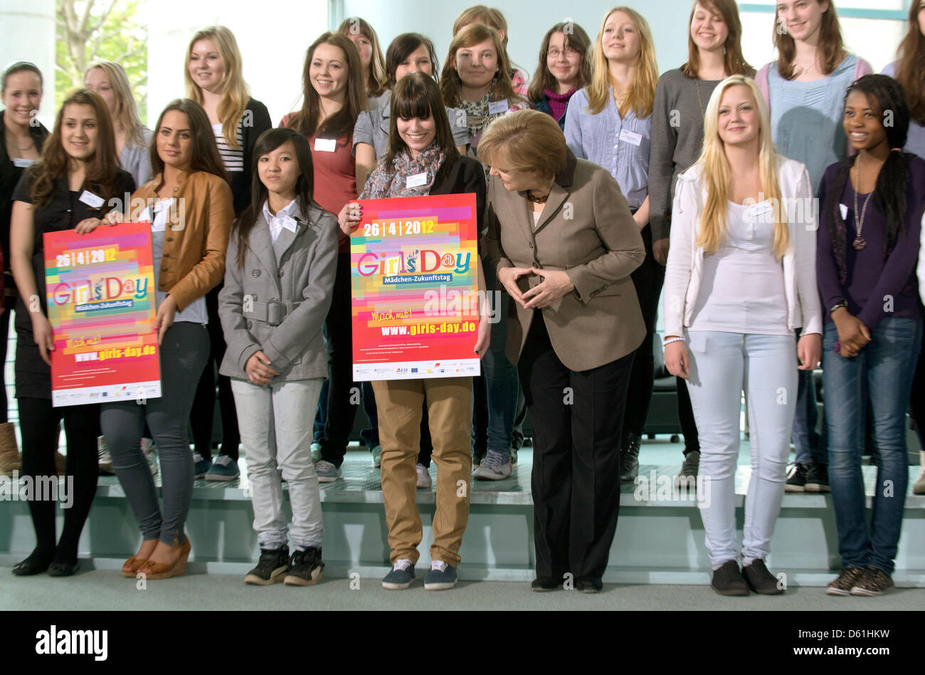 German Chancellor Angela Merkel L Stands With A Group Of Young Stock Photo Alamy