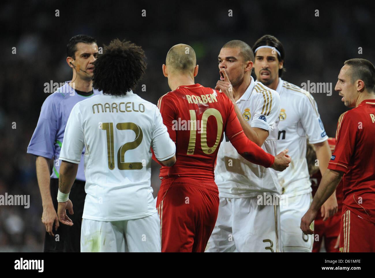 wholesale dealer 8d628 e7b50 Munich's Arjen Robben (C) and Madrid's Marcelo (L, back view ...