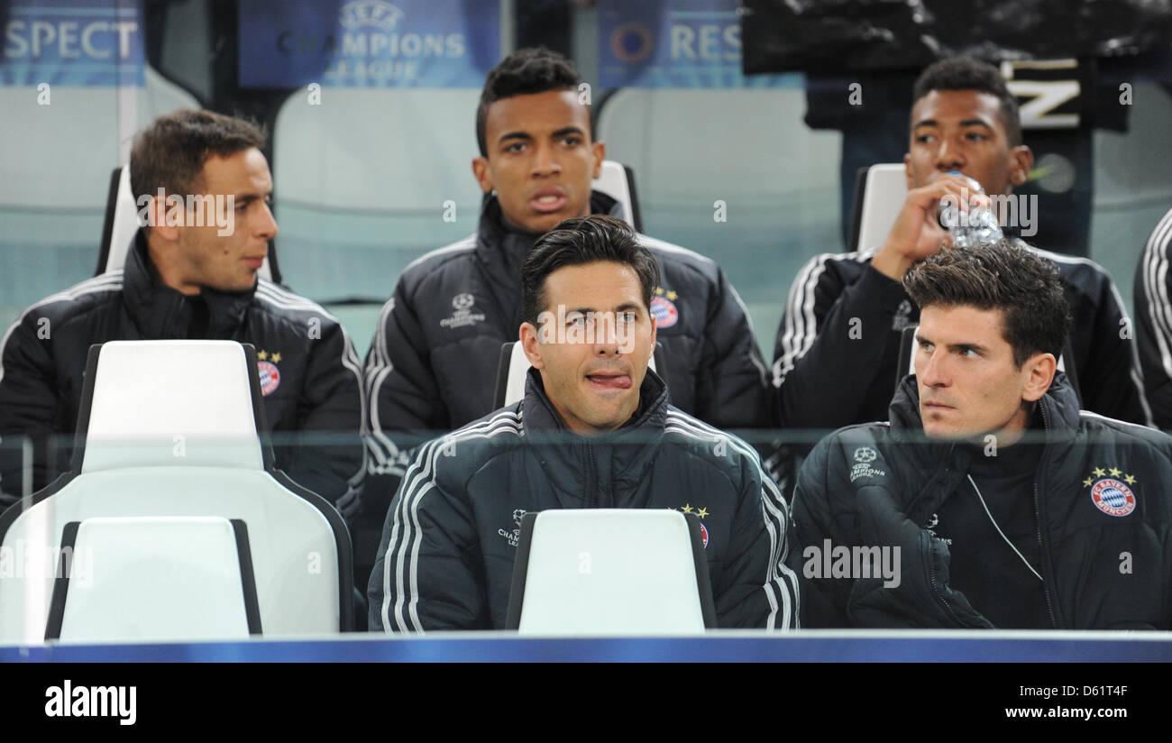 (back, L-R) Munich's Rafinha, Luiz Gustavo, Jerome Boateng, (front, L-R) Claudio Pizzaro and Mario Gomez are - Stock Image