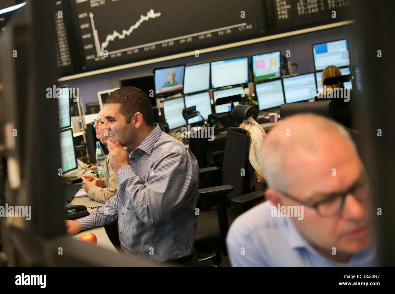 Traders look at their monitors at the stock market in Frankfurt, Germany, 7 May 2012. Due to insecurities after - Stock Image