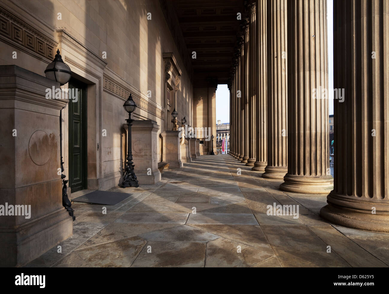 The central portico of Corinthian columns, St George's Hall, Lime Street, Liverpool, Merseyside, England - Stock Image