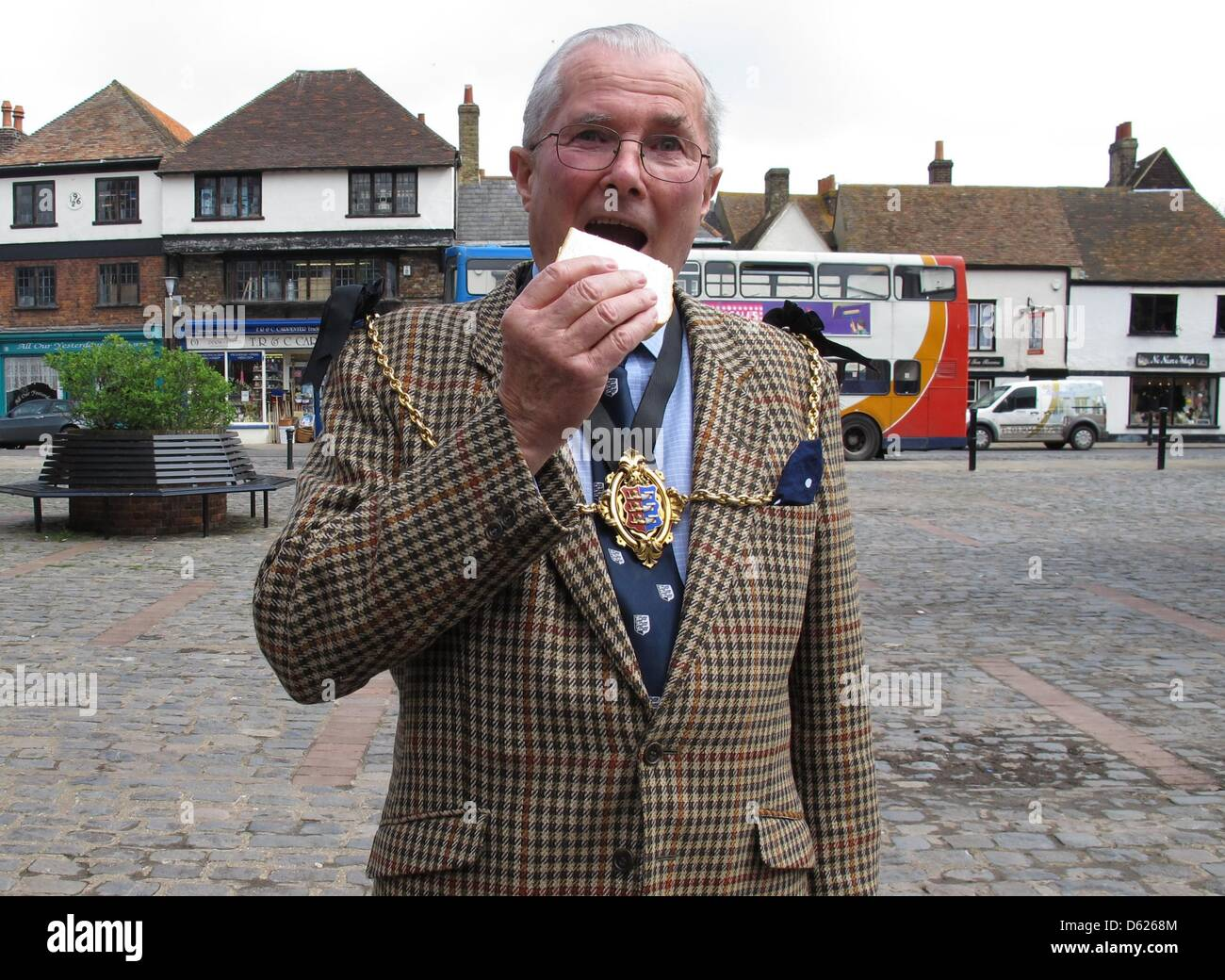 Mayor of Sandwich Jeremy Watts takes a hearty bite into the fastfood classic in the market square in Sandwich, Germany, - Stock Image