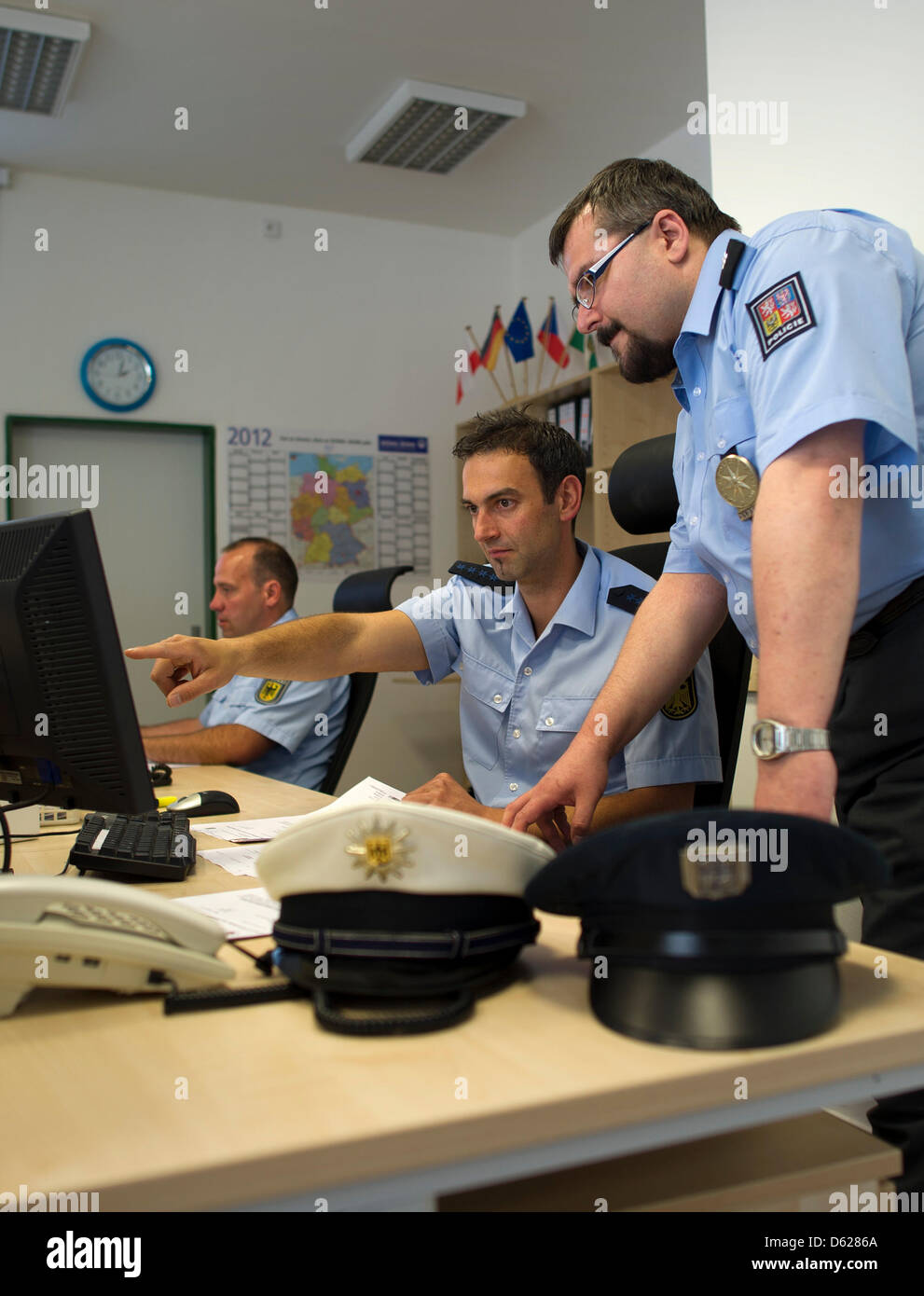 German Federal Police Officer Michael Procak (front L) and Czech Commissioner Rudolf Kubec (L) work in the - Stock Image